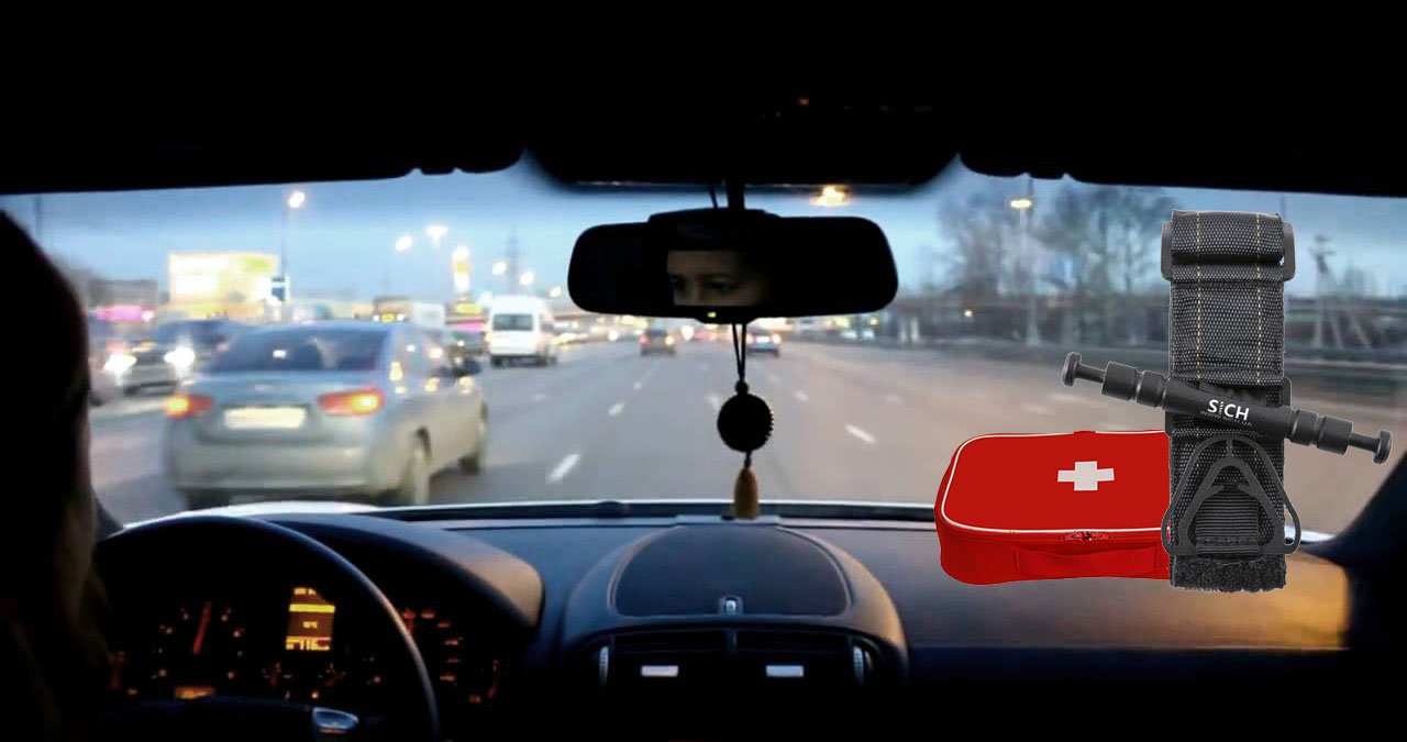 SICH-TOURNIQUET hemostatic tourniquet turnstile in a car kit